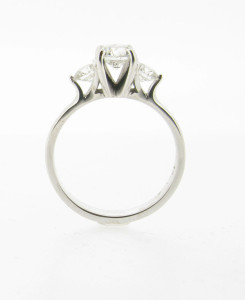 round-brilliant-graduated-tulip-setting-trilogy-3-three-engagement-rings-dublin-side-245x300